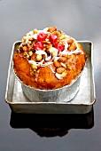 Trockenfrüchtekuchen nach Art eines Panettone