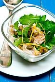 Muschel-Rucola-Salat mit Kapern und Orange
