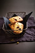 Pitachio and cranberry mini cakes