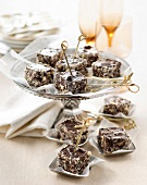 Square crisp chocolate bites