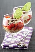 Erdbeerdessert nach Art Tiramisu in Gläsern