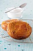 Petits Gateaux bretons (bretonischer Butterkuchen) mit Salzbutterkaramell