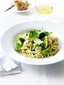 Spaghetti mit Brokkoli und Pesto