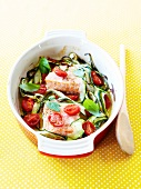Oven-baked peces of salmon with zucchinis and basil