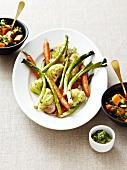 Gemüseteller mit Salsa verde und Süsskartoffelsalat