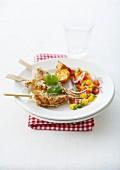 Gegrillte Garnelenspiesse mit Mango-Paprika-Salat