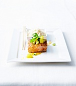 Medium gegarter Thunfisch mit Sesamkruste und Zitronensauce