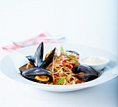 Spaghettis in tomato sauce with mussels