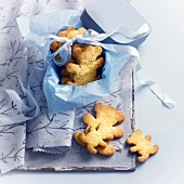 Almond bear-shaped cookies