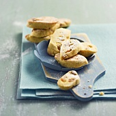 Corn flour, grape and pine nut cookies