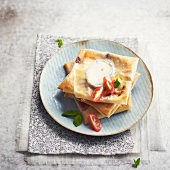 Goat's cheese and tomato filo pastry squares