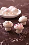 Süsse Pilze aus Baiserteig