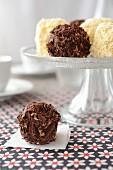 Mini merveilleux (Belgian meringue cakes) à la chocolate truffles