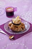 Pfannkuchensäckchen mit Banane und Schokolade
