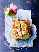 Rhubarb-strawberry crumble cake,fruit ice cream bars