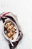 Perlhuhnbrust-Päckchen mit Cranberries