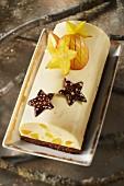 Log cake-style mango and chocolate cookie cheesecake