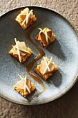 Honigbrot mit Seeteufelleber und zweierlei säuerlichen Äpfeln
