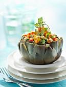 Gefüllte Artischocke mit Gemüse