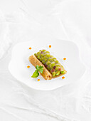 Poultry broth gelatin sheets stuffed with peas and Iberian ham