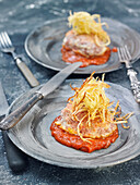 Kalbsfilet mit Tomatensauce und Streichholzkartoffeln