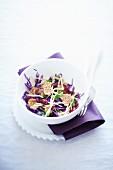 Rotkohlsalat mit Cerealien und Cranberries