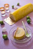 Buche de Noel (Festlicher Baumstammkuchen, Frankreich) Aprikose-Pistazie