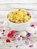 Tagliatelles with garlic and Chinese carnations