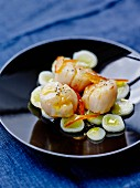 Pan-fried scallops and leek whites with orange marmelade