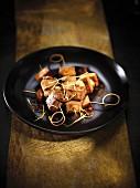 Tofu-Spiesse mit Ingwer und Sojasauce vom Plancha-Grill