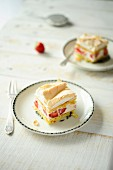 Strawberry cakes with merengue