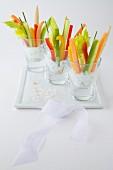 Kräuterfrischkäse mit knackigen Gemüsesticks