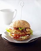 Hähnchen-Burger mit Tomaten