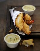 Frittierte Fische mit Bearner Sauce