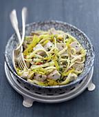 Linguine mit frischem Thunfisch und gelber Paprika
