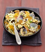 Spaghettis with littleneck clams and boutargue