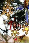 Weihnachtsplätzchen am Tannenbaum