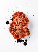 Ofengeschmorte Ochsenherztomate mit Balsamico-Essig