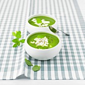 Pea soup with Faiselle and mint