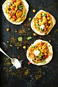 Pitta bread with chicken and chickpeas, aubergine cream