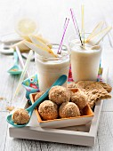 Pear smoothies, crunchy hazelnut biscuit bites