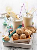 Pear smoothies, crunchy hazelnut biscuit bites