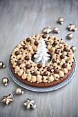 Chocolate-praline Christmas crown cake