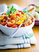 Reis mit Tomaten, Paprika und Zwiebeln auf italienische Art