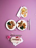 Menü mit Fischterrine, Entengeschnetzeltes mit Spinat und Kartoffeln und geeister weisser Nougat