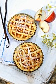 Vanilla-flavored apple pie