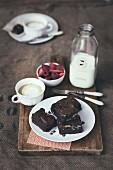 Brownies mit dunkler Schokolade und Pekannüssen