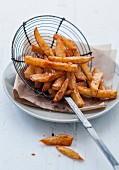 Pommes Frites aus Bintje-Kartoffeln mit Paprika