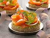 Guacamole and shredded smoked salmon canapés