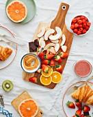 Frühstück mit frischem Obst